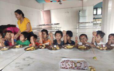 Rakshya Bandhan a la casa d'acolliment de Patan